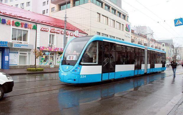 Винницкая транспортная компания выпустила на линию модернизированный трамвай