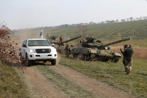 В течение дня от линии разграничения отведены около 60 танков