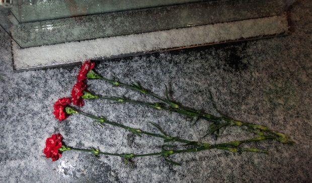 К памятнику рублю в Сыктывкаре принесли цветы / varlamov.ru