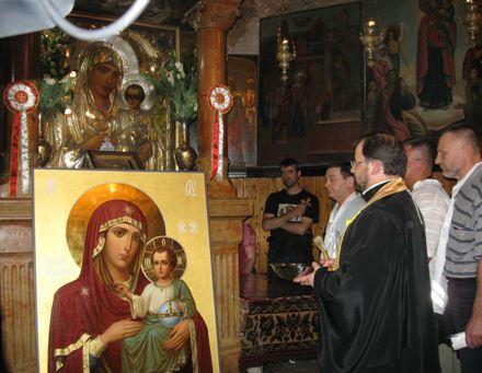 Освящение иконы в Иерусалиме. Фото