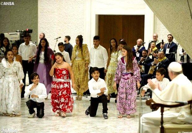 Папа Франциск на встрече с цыганскими паломниками - ANSA
