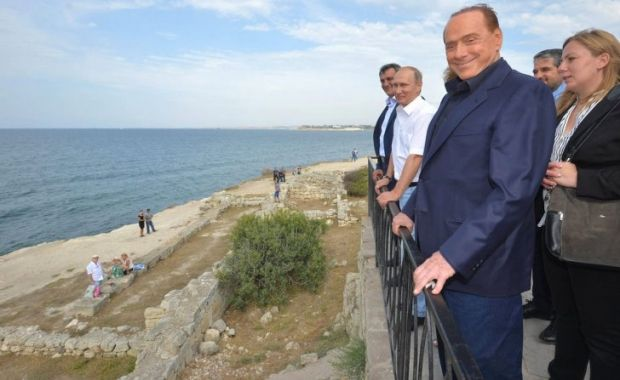 За посещение Крыма на Берлускони открыли уголовное производство / The Moscow Times