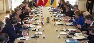 Украинский интерес. Отголоски Парижа, хитрости сепаратистов и кнут и пряник из Вашингтона