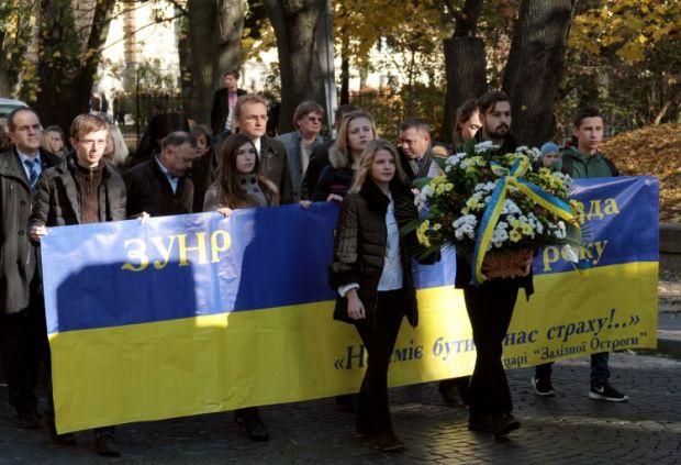 Учасники ходи з нагоди 97-ї річниці утворення Західноукраїнської Народної Республіки у Львові / фото: УНІАН
