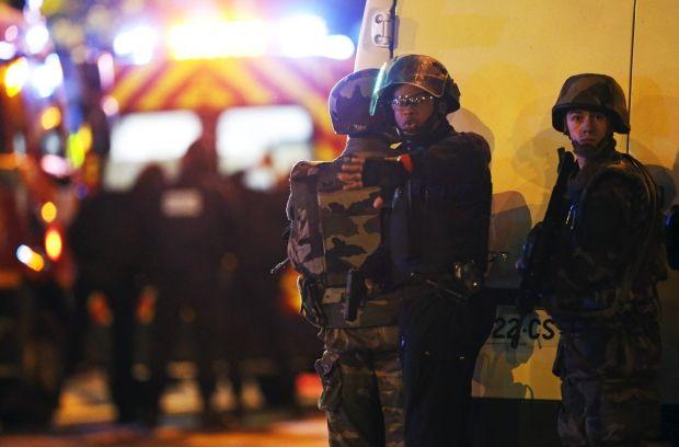В Париже у одного из террористов-смертников нашли сирийский паспорт - СМИ