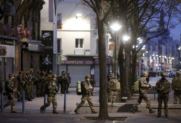 Задержанные в Сен-Дени предполагаемые боевики ИГИЛ планировали новые теракты в Париже - Reuters