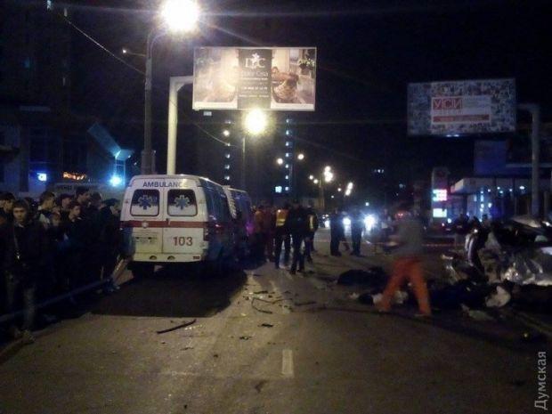ВОдесі внаслідок зіткнення легковиків загинуло шестеро осіб і двоє постраждали