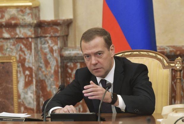 Иногда лучше спать...: Медведев нашел в России