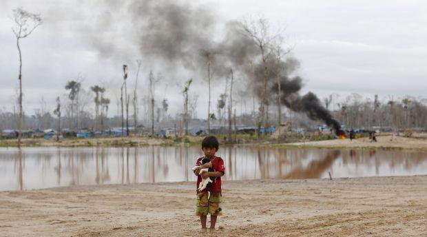 b17ba03c66f4ae ... зі знищення табору незаконного видобутку золота в зоні, відомій Мега  14, у південному амазонському регіоні Мадре-де-Діос, Перу 14 липня 2015 / ©  REUTERS
