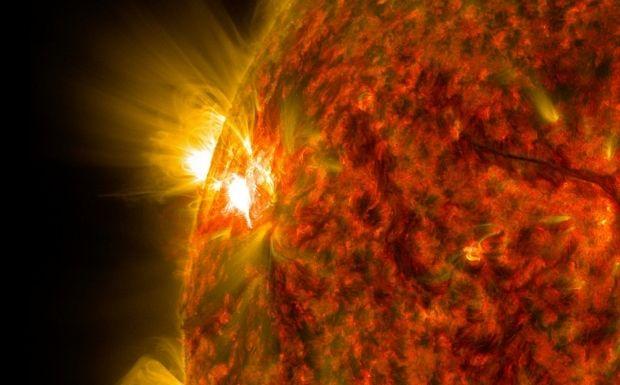 GPS и радиосвязь прервется, отключится свет: ученые рассказали о разрушительной для Земли сверхвспышке