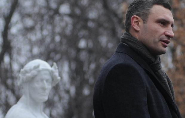 Кличко решил открыть памятник, который был установлен полгода назад / Фото УНИАН