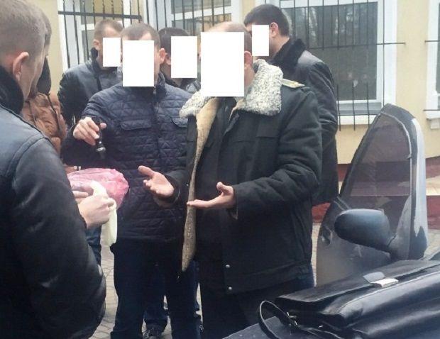 Чиновника Міноборони затримали уЛьвові захабар 15 тис. гривень