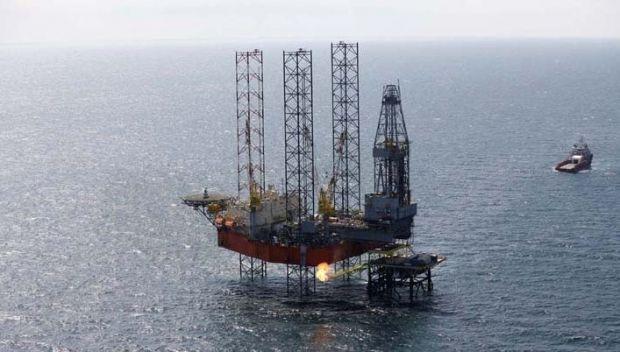Russia sets the Tavrida drilling platform / chernomorneftegaz.com