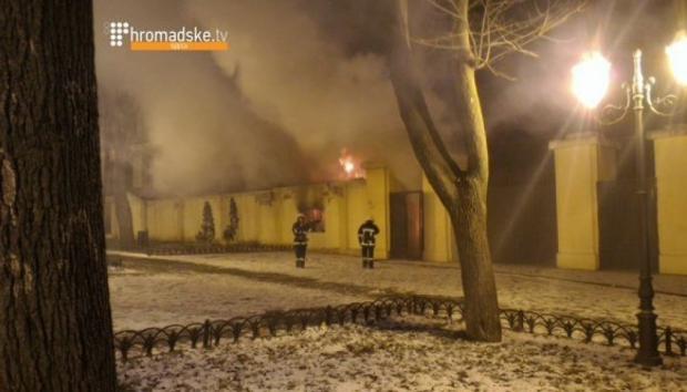 В данный момент проводятся активные работы по ликвидации возгорания / Скриншот видео