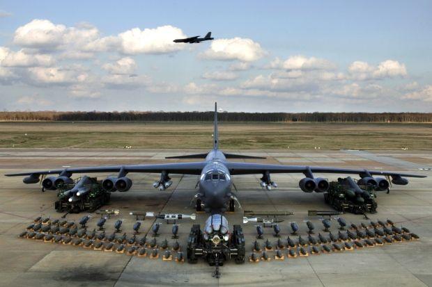 бомбардировщик сша б-52 / wikipedia.org