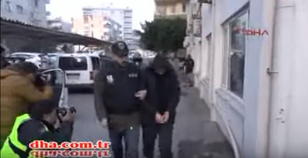 Турецкое информагенство показало видео задержания россиян / Скриншот видео