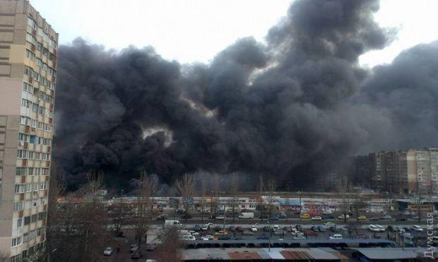 В Одессе горит рынок