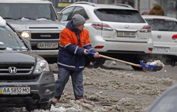 УКиєві занеприбраний сніг оштрафують понад 400 підприємств