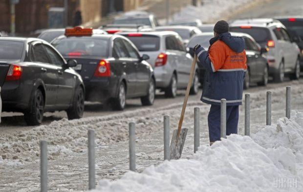 Коммунальщики очищают столицу от снега / Фото УНИАН