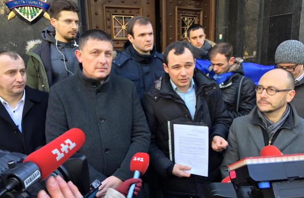 8 партій закликають Порошенка втрутитися у ситуацію з виборами до райрад у Києві / УНІАН