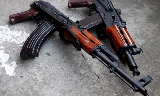 Чоловік вихопив з-під ковдри автомат Калашникова і почав стріляти у поліцейських / Фото blog-donbassa.com