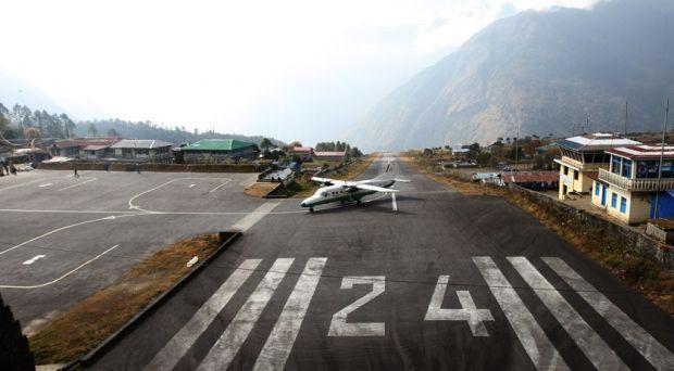 Взлетно-посадочная полоса в Матекане в Лесото длинной 400 метров, а заканчивается она резко – 600 метровой пропастью natarajank.com
