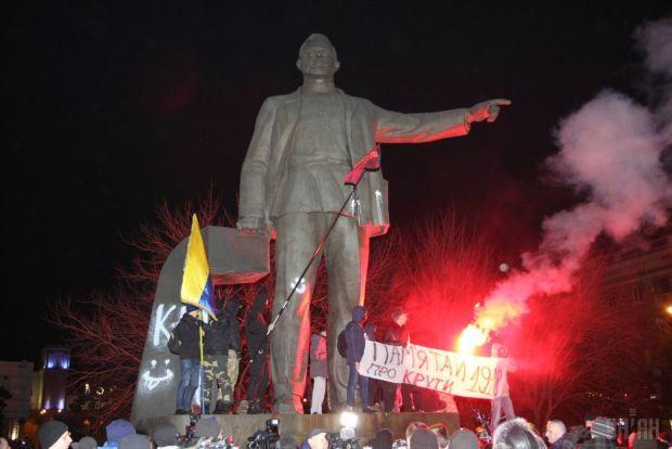 В Минкульте заявили, что памятник Петровского не является культурной ценностью / Фото: УНИАН