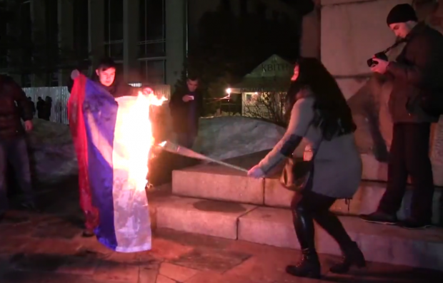 У Черкасах спалили прапор Росії / відео Радіо Свобода