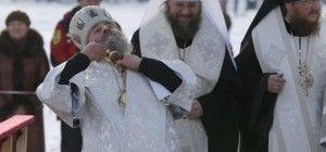 Крещение в Киеве: как митрополит Онуфрий пил воду из проруби и как погружались в святую воду киевляне (фоторепортаж)