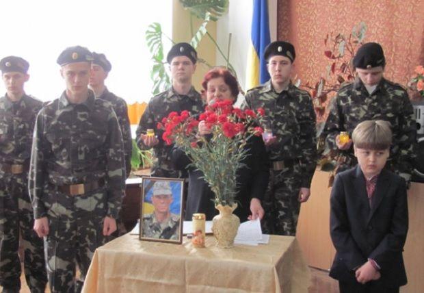 На Тернопільщині відкрили меморіальну дошку загиблому в АТО земляку / Тернопільска ОДА