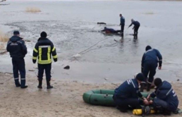 В Северодонецке на озере под лед провалились 5 подростков, двое из них погибли