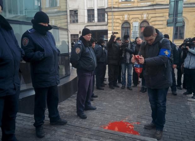 сбербанк россии протест харьков / 057.ua