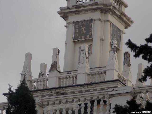 Здание постепенно продолжает разрушаться / krymr.ogr