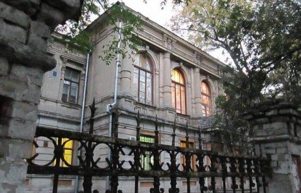 Активісти просять Порошенка зупинити передачу російському банку військового госпіталю в Дніпропетровську