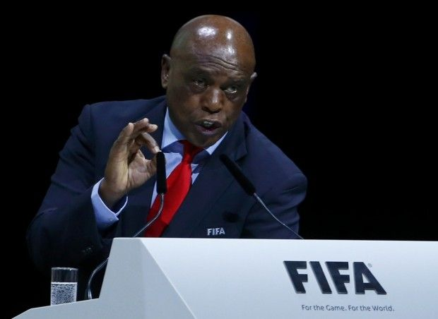 Соратник Нельсона Манделы отказался от поста президента ФИФА / Reuters