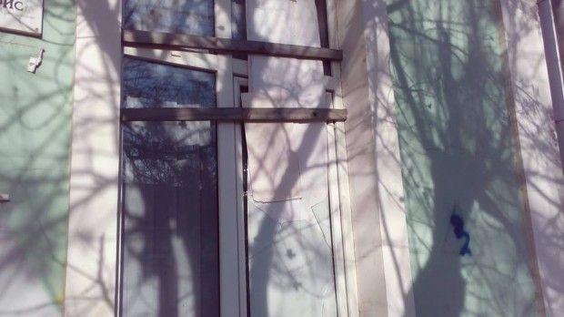 симферополь меджлис стекло окно / facebook.com/eskender.bariiev
