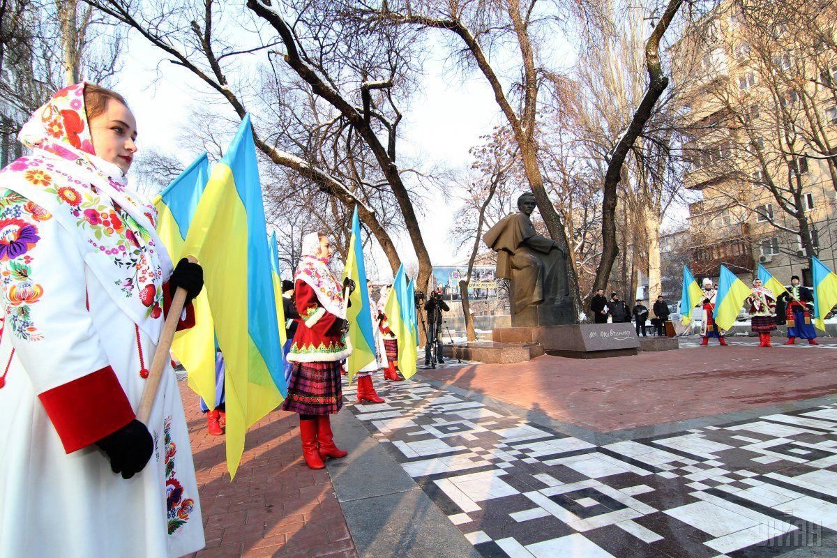Українці відзначають День народження Шевченка / Фото УНІАН