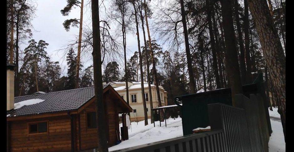 Дом Азарова на Рублевке / facebook.com/bigredaktor