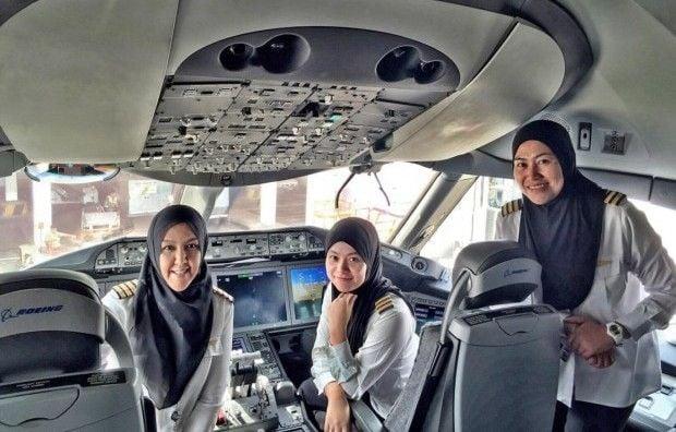 бруней самолет экипаж / Royal Brunei