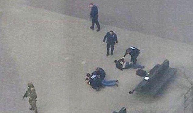 Полиция арестовала двух мужчин неподалеку от метро