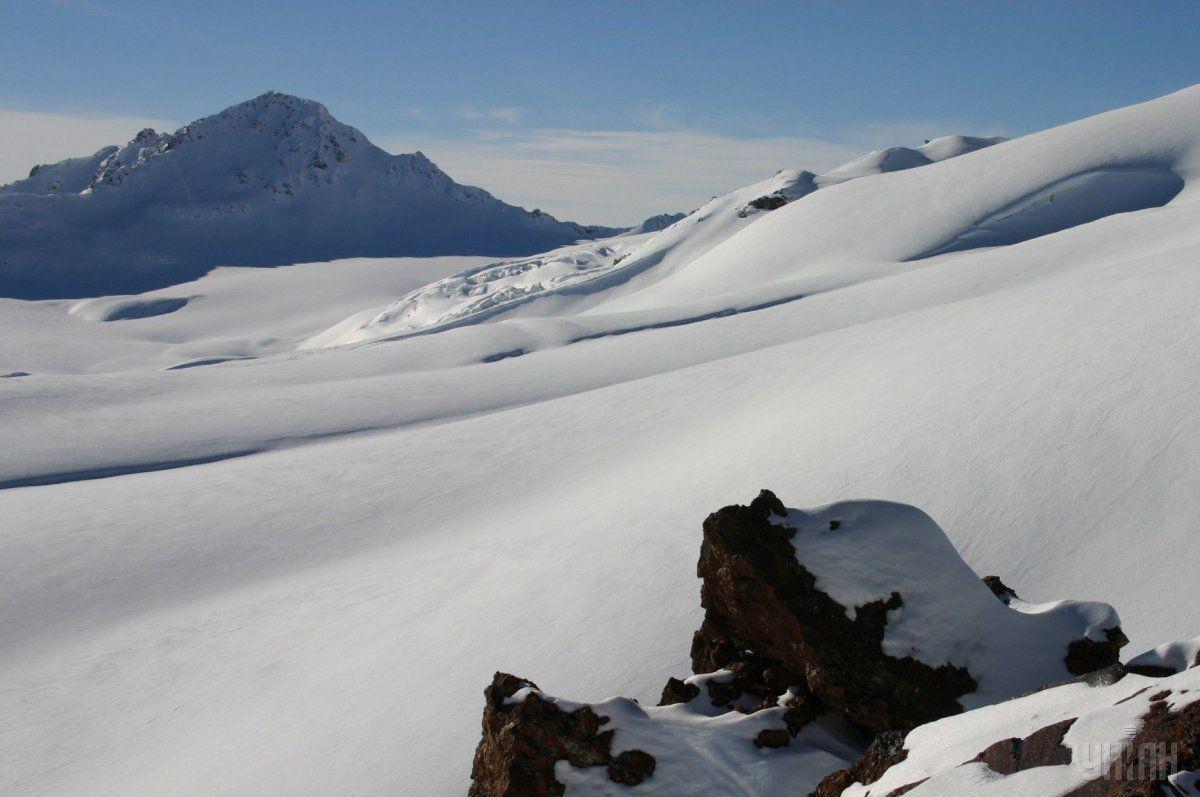 Спасателям удалось найти альпиниста / Фото УНИАН