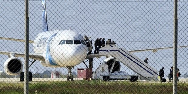 Освобождение заложников лайнера  / REUTERS
