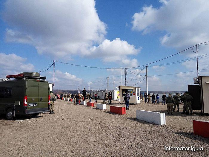 КПП в Золотом так и не заработал из-за блокирования со стороны боевиков