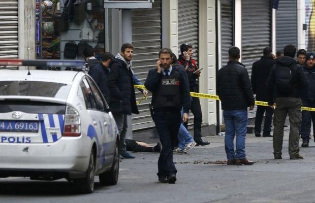 Момент взрыва вСтамбуле попал накамеры