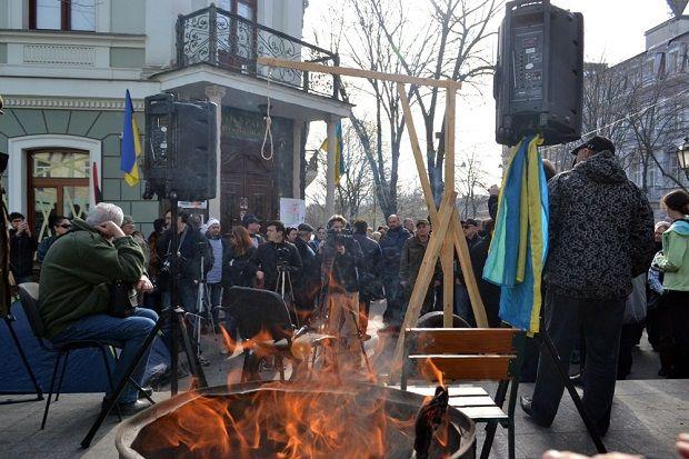 Все входы в прокуратуру Одесской области заблокированы активистами / фото dumskaya.net