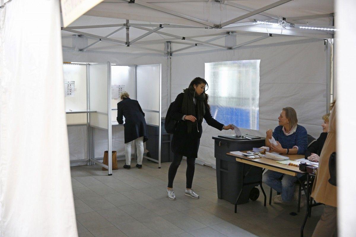 Голосование на референдуме в Нидерландах / REUTERS