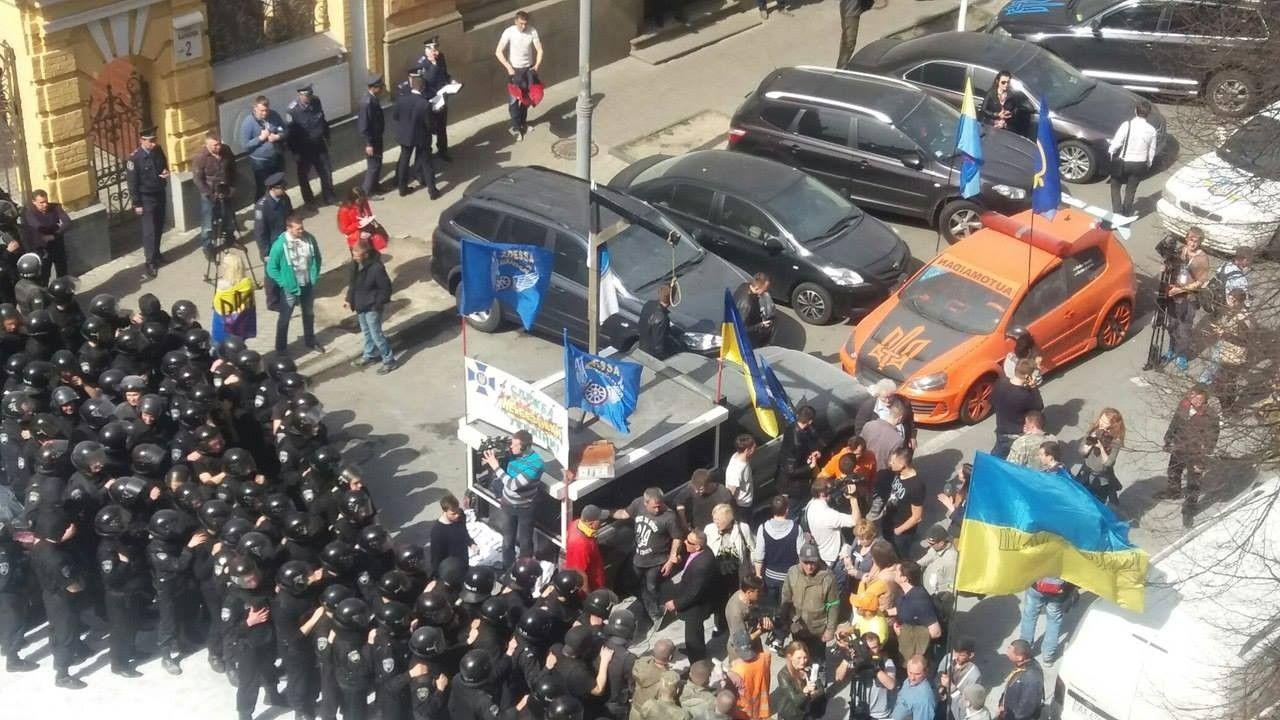 Під АП сталася чергова сутичка з протестувальниками / Irina Lisovaya