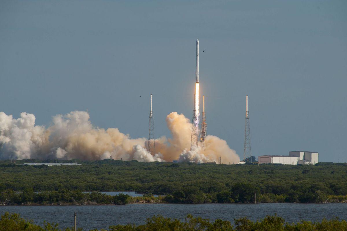 Набаржу вАтлантике приземелилась первая ступень Falcon 9