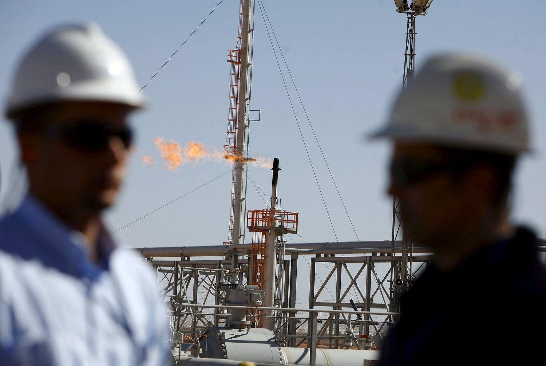 Доходы России от экспорта нефти упали в 1,6 раза
