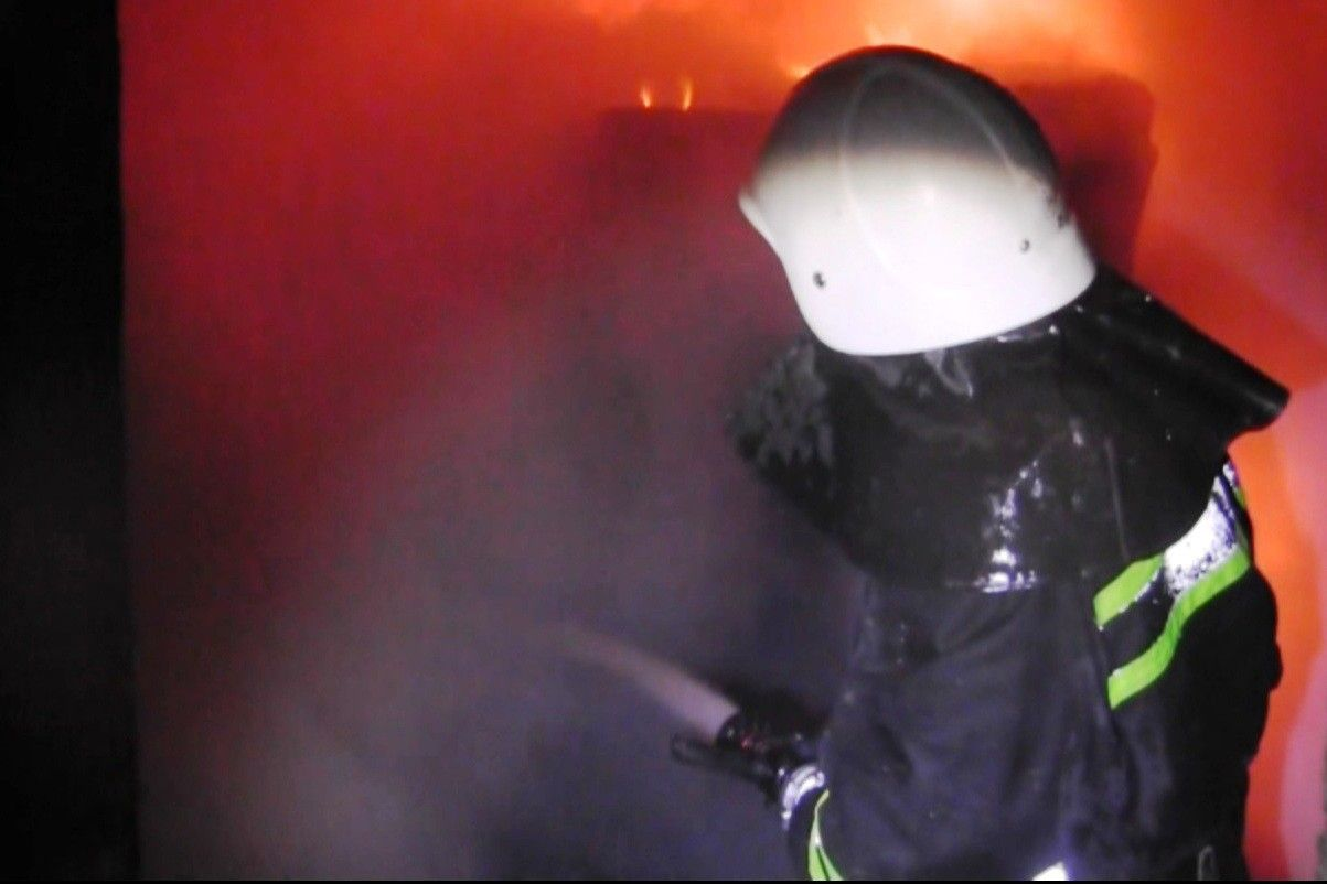 Пожежа виникла о 05.50 у горищному приміщенні будинку / cv.mns.gov.ua